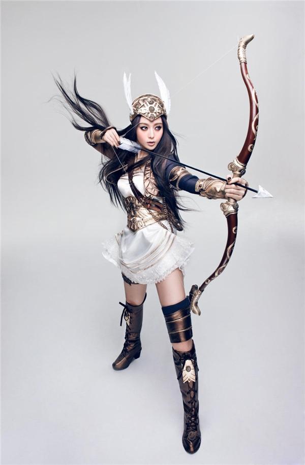 Ngắm nhan sắc của nữ thần Hoa ngữ khi hóa thân thành nhân vật game