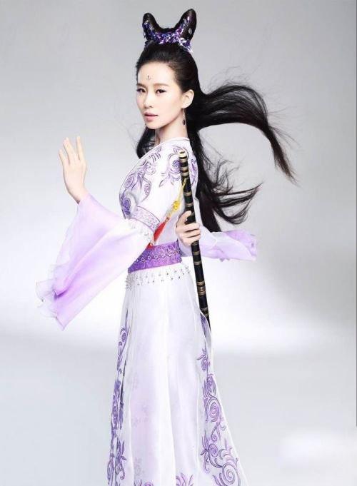Lưu Thi Thi xinh đẹp như thần tiên với bộ váy màu tím đậm chất cổ điển. Không phải ngẫu nhiên mà khán giả dành rất nhiều lời khen cho cô khi hóa thân thành mĩnhân cổ trang.