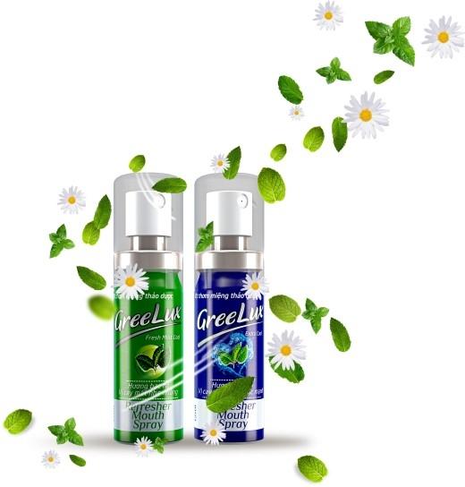 Xịt thơm miệng Greelux được bào chế từ các tinh chất thảo dược: bạc hà, trà xanh, cúc hoa, cam thảo…