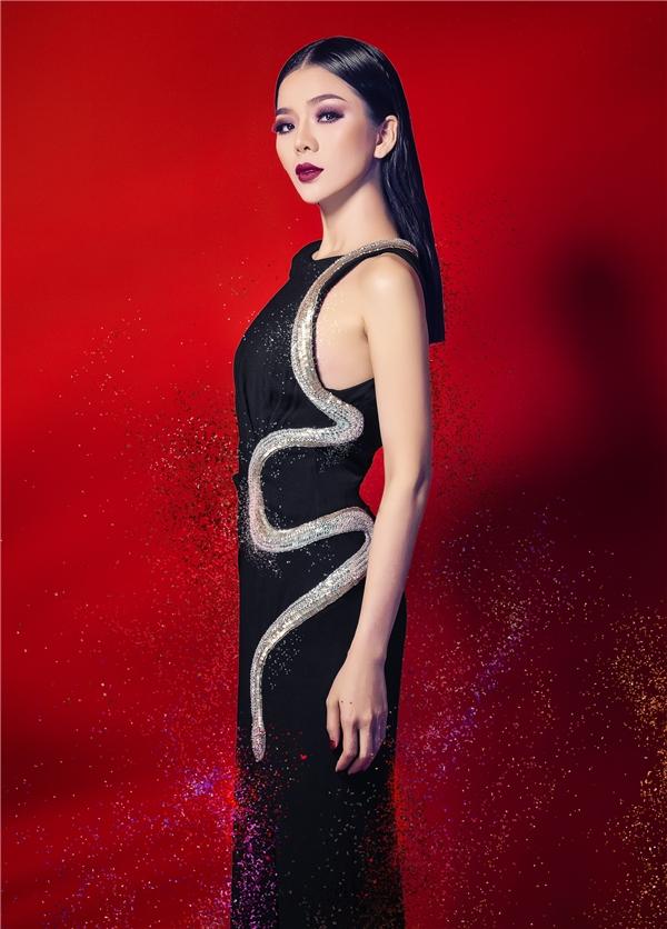 Lệ Quyên – cái tên không chỉ gắn liền với giọng hát truyền cảm đến lạ, mà còn được yêu thích bởi những bộ trang phục được cô lựa chọn đều toát lên vẻ đẹp của người phụ nữ thành đạt, viên mãn đồng thời cực kìhiện đại, phóng khoáng và bắt nhịp được xu hướng thời trang trong thế giới những người nổi tiếng. - Tin sao Viet - Tin tuc sao Viet - Scandal sao Viet - Tin tuc cua Sao - Tin cua Sao