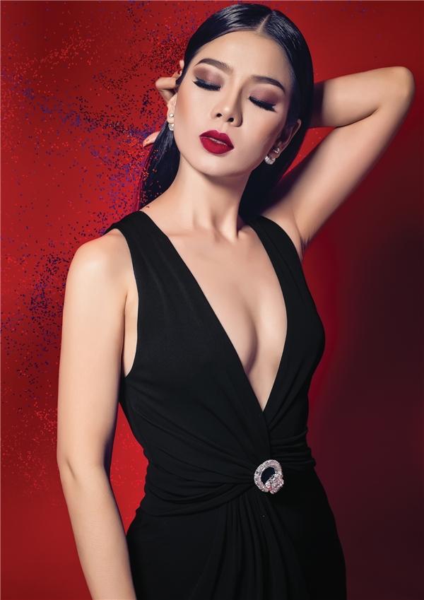 """Album gồm 9 ca khúc hoàn toòn của nhạc sĩ Thái Thịnh, vì vậy không gian âm nhạc trong CD Còn trong kỉ niệm sẽ gần như """"thuần chất"""" và rất đậm dấu ấn của người nhạc sĩ tài hoa này. - Tin sao Viet - Tin tuc sao Viet - Scandal sao Viet - Tin tuc cua Sao - Tin cua Sao"""