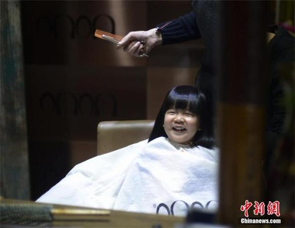 Ơn giời, mình vẫn xinh như cũ! (Ảnh: Chinanews)