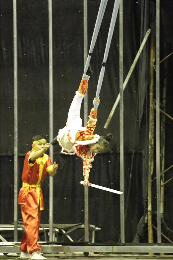 Cô bé Hà Bảo Anh - chủ nhân nút vàng của giám khảo Chí Trung với những pha đu dây điệu nghệ. - Tin sao Viet - Tin tuc sao Viet - Scandal sao Viet - Tin tuc cua Sao - Tin cua Sao