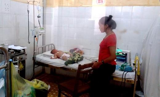Bé P. đang được nằm điều trị cách ly tại bệnh viện