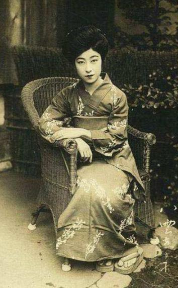 """Vẻ đẹp sắc sảo và """"chuẩn"""" Nhật của Emiko Yagumo (1903 – 1979) – một diễn viên nổi tiếng của xử sở mặt trời mọc vào đầu thế kỉ 20.(Ảnh: Internet)"""