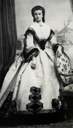 Công chúa Mathilde của vương quốc Bavaria có tên đầy đủ là Mathilde Marie Theresia Henriette Christine Luitpold (1877 - 1906) là con thứ sáu của Vua Ludwig III và Hoàng hậu Maria Theresa. Công chúa qua đời khi tuổi đời còn rất trẻ: vừa tròn 28 tuổi.(Ảnh: Internet)