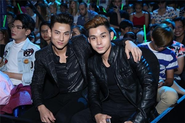 Cặp đôi nam thần Isaac - Jun ngồi ghế khán giả ủng hộ đồng nghiệp. - Tin sao Viet - Tin tuc sao Viet - Scandal sao Viet - Tin tuc cua Sao - Tin cua Sao