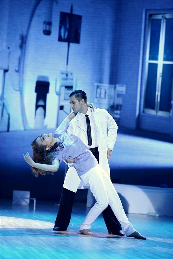 Lâm Chi Khanh hạnh phúc khi trông thấy bản thân đã biến đổi,cô nàng đã có màn khiêu vũ ăn ý cùng vị bác sĩ – người đã giúp cô thực hiện mơ ước. - Tin sao Viet - Tin tuc sao Viet - Scandal sao Viet - Tin tuc cua Sao - Tin cua Sao