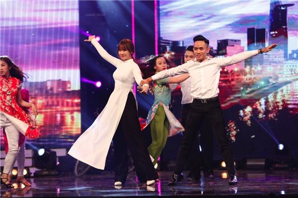 Cô thể hiện ca khúc Sài Gòn đẹp lắm với sự hỗ trợ của vũ đoàn Dancesport. - Tin sao Viet - Tin tuc sao Viet - Scandal sao Viet - Tin tuc cua Sao - Tin cua Sao