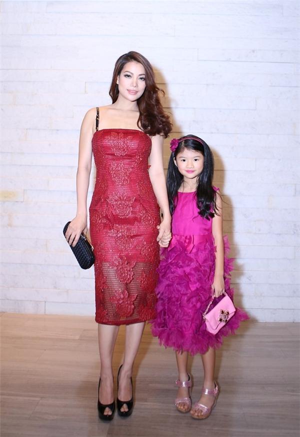 Nữ diễn viên Trương Ngọc Ánh đến dự tiệc cùng con gái Bảo Tiên. - Tin sao Viet - Tin tuc sao Viet - Scandal sao Viet - Tin tuc cua Sao - Tin cua Sao