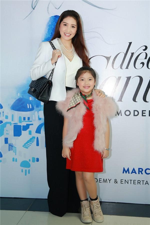 Hoa hậu Camay Ngô Thu Trang cũng đưa con gái tới thử sức. - Tin sao Viet - Tin tuc sao Viet - Scandal sao Viet - Tin tuc cua Sao - Tin cua Sao