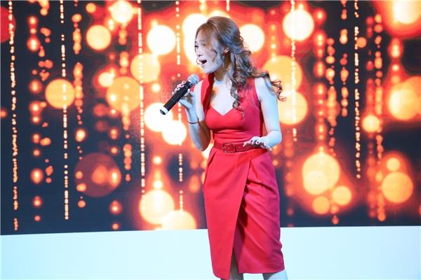 Nổi tiếng là một ca sĩ thân thiện, cô luôn cố hết sức để thay đổi bản thân nhằm mang những trải nghiệm mới mẻ cho người hâm mộ. - Tin sao Viet - Tin tuc sao Viet - Scandal sao Viet - Tin tuc cua Sao - Tin cua Sao