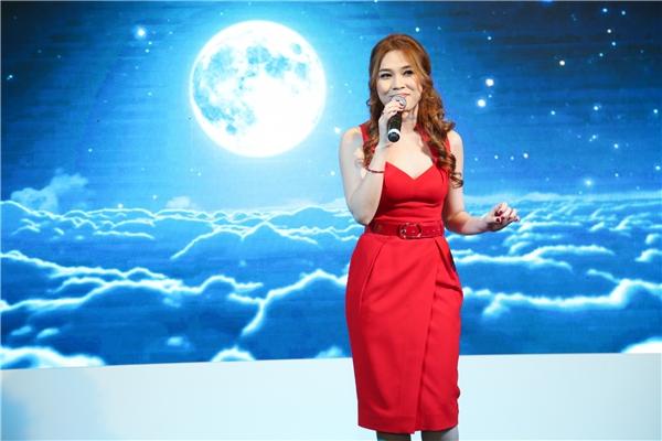 Cũng tại chương trình, Mỹ Tâm đã trình diễn ca khúc Như một giấc mơ, và liên khúc 5 bài hát khác. - Tin sao Viet - Tin tuc sao Viet - Scandal sao Viet - Tin tuc cua Sao - Tin cua Sao