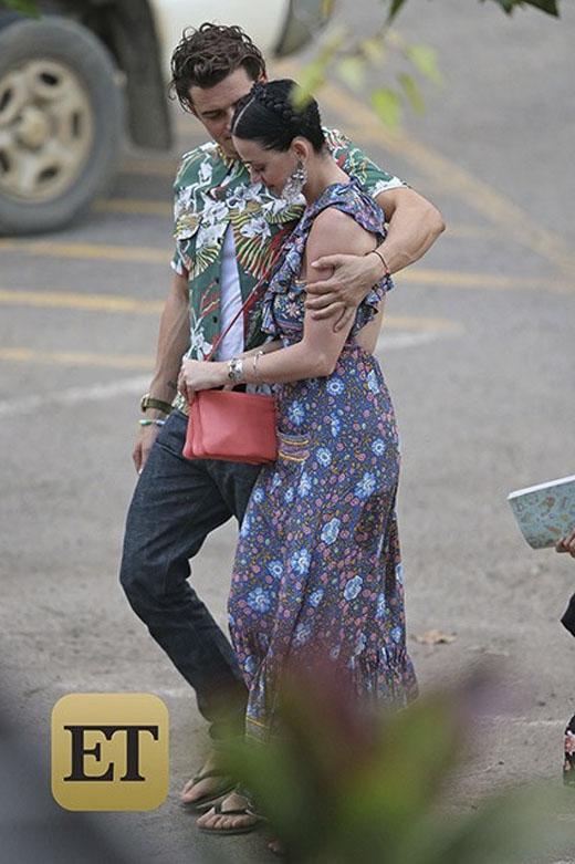 Hai người bị bắt gặp tình tứ ở Hawai. (Ảnh: Internet)