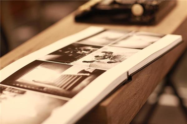 Đặc biệt, Đinh Ngọc Diệp và Victor Vũ đã dựng lại một phim trường mang hơi thở cổ điển để quan khách có thể ghi lại những khoảnh khắc đẹp đẽ, thú vị. - Tin sao Viet - Tin tuc sao Viet - Scandal sao Viet - Tin tuc cua Sao - Tin cua Sao