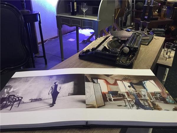 Hình ảnh của Đinh Ngọc Diệp và Vitor Vũ được sử dụng trang trí nhiều nơi trong không gian của buổi tiệc. - Tin sao Viet - Tin tuc sao Viet - Scandal sao Viet - Tin tuc cua Sao - Tin cua Sao
