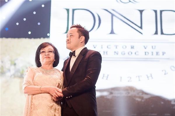Victor Vũ và mẹ - Tin sao Viet - Tin tuc sao Viet - Scandal sao Viet - Tin tuc cua Sao - Tin cua Sao