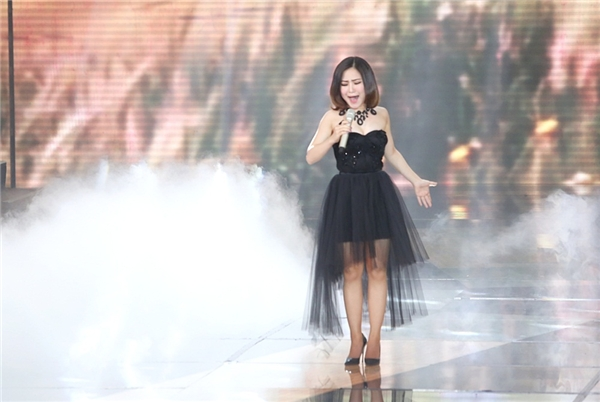 Cô nàng chủ yếu tập trung vào phần giọng hát hơn là vũ đạo. - Tin sao Viet - Tin tuc sao Viet - Scandal sao Viet - Tin tuc cua Sao - Tin cua Sao