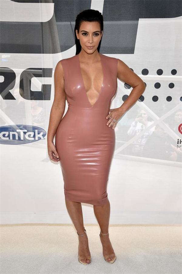 Không khó để nhận ra đây là điểm đặc trưng của ngôi sao hàng đầu thế giới Kim Kardashian.