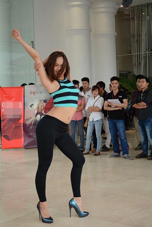 Quỳnh Mai trong vòng sơ tuyển của Vietnam's Next Top Model 2013. Cũng chính cơ thể quá đầy đặn khiến Ngô Quỳnh Mai không được đánh giá cao và phải dừng chân sớm tại cuộc thi năm đó.
