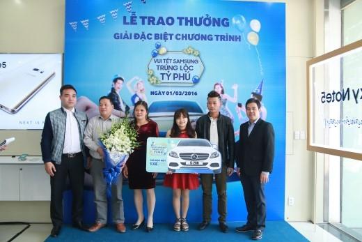 Bạn Hoàng Thùy Nhâm (sinh năm 1997 ở Bắc Cạn) – sinh viên năm nhất trường Đại học Thái Nguyên may mắn trúng giải đặc biệt – xe Mercedes Benz trị giá 1,4 tỉđồng của chương trình khuyến mãi Tết Bính Thân 2016 của Samsung đã diễn ra tại Lễ trao giải đặc biệt vào ngày 1/3/2016 ở Hà Nội.
