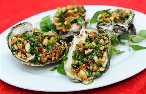 Bạn có thể tìm đến món ăn ngon lạ lùng, lại cực bổ dưỡng này trên phố Hàng Tre hay Pháo Đài Láng, giá từ 15.000 đồng/con. (Ảnh: Internet)