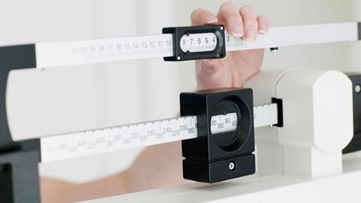 Thay đổi cân nặng đột ngột không có lí do báo hiệu sức khỏe đang có vấn đề nghiêm trọng.(Ảnh: Internet)