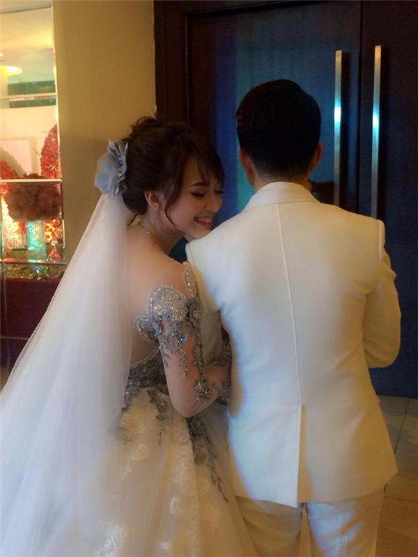 Cận cảnh gương mặt xinh xắn của cô dâu Phương Thảo. - Tin sao Viet - Tin tuc sao Viet - Scandal sao Viet - Tin tuc cua Sao - Tin cua Sao