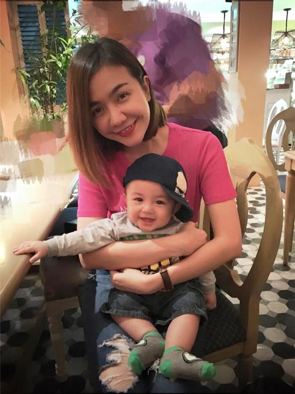 Ái Châu sôi máu khi antifan xúc phạm con trai - Tin sao Viet - Tin tuc sao Viet - Scandal sao Viet - Tin tuc cua Sao - Tin cua Sao