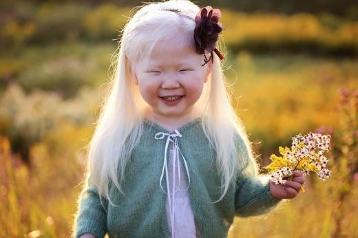 Đế ý cảm xúc của những người xung quanh sẽ khiến bạn càng đáng yêu hơn. (Ảnh: Internet)