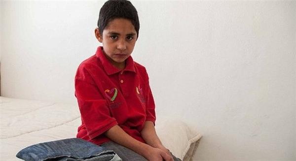 Cậu bé 9 tuổi -Javier Ayud đã hút thuốc lá, cần sa vàma túy đá. Ảnh: Internet