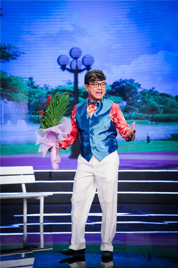 Trong khi Thu Trang bị chồng tố quậy phá, học 4 năm vẫn dậm chân một lớp, thì Chí Tài được một phen lao đao với màn cưỡng hôn câu like của Lê Khánh trong một tiểu phẩm hài thú vịkhác của chương trình mang tên Kiss Cam. - Tin sao Viet - Tin tuc sao Viet - Scandal sao Viet - Tin tuc cua Sao - Tin cua Sao