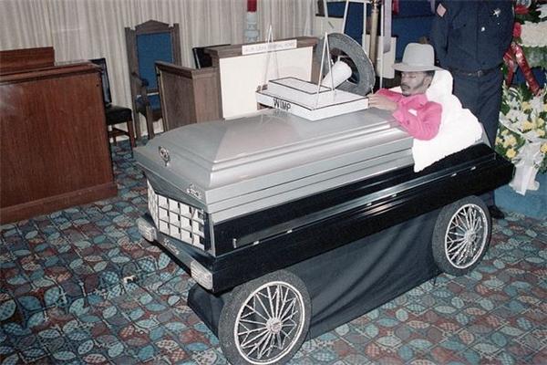 Willie Stokes Jr muốn đi về thế giới bên kia cùng chiếc mini Cadillac Seville của mình. (Ảnh: Internet)