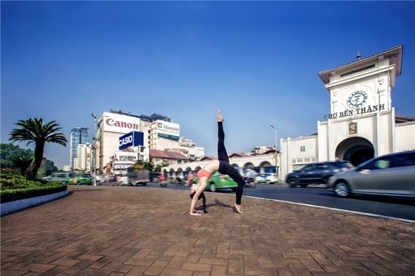 Sau khi tìm được những bài tập yoga phù hợp thậm chí đi Thái nhiều lần trong năm để tập crossfit, người đẹpngày càng tươi tắn, trẻ trung, tự tin hơn với ngoại hình của chính mình. - Tin sao Viet - Tin tuc sao Viet - Scandal sao Viet - Tin tuc cua Sao - Tin cua Sao