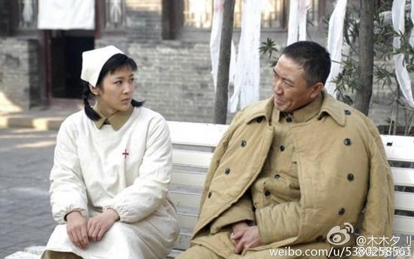 Hậu Duệ Mặt Trời kể về chuyện tình giữa quân nhân và bác sĩ. Trông thế chứ Trung Quốc đã có Hậu Duệ Mặt Trời phiên bản dân quốc từ rất lâu rồi nhé!