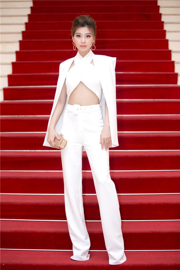 Diễm Trang - Á hậu 2 Hoa hậu Việt Nam 2014 diện trang phục màu trắng với thiết kế hiện đại, tinh tế. - Tin sao Viet - Tin tuc sao Viet - Scandal sao Viet - Tin tuc cua Sao - Tin cua Sao