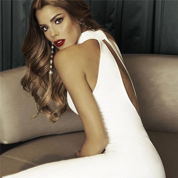 Vẻ đẹp hiện đại, quyến rũ đến khó thể rời mắt của Ariadna Gutierrez.