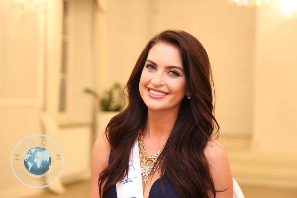 Vị trí thứ sáu thuộc về người đẹp Siera Bearchell (Canada), Á hậu 1 Hoa hậu Siêu quốc gia 2015.