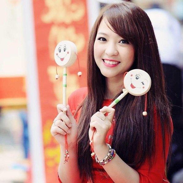 Không hoạt động trong lĩnh vực giải trí nhưng nhan sắc của Phương Thảo xinh đẹp không kém gì hot girl.