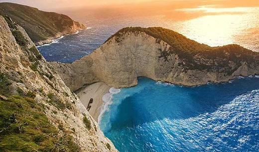 """Cận cảnh bãi biển thiên đường xuất hiện trong phim """"Hậu duệ mặt trời"""""""