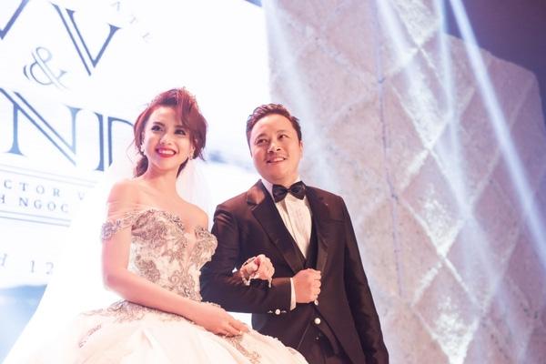 Victor Vũ và Đinh Ngọc Diệp rạng rỡ trong lễ cưới. - Tin sao Viet - Tin tuc sao Viet - Scandal sao Viet - Tin tuc cua Sao - Tin cua Sao