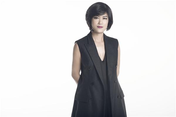 Hương Colorhiện đang là Tổng biên tập Tạp chí F-Fashion và từng giữ vị trí giám đốc sáng tạo, cũng như trưởng ban biên tập của các tạp chí lớn như Tạp chí Đẹp, Tạp chí Elle Việt Nam. - Tin sao Viet - Tin tuc sao Viet - Scandal sao Viet - Tin tuc cua Sao - Tin cua Sao