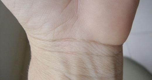 Các đường trên cổ tay có thể tiết lộ về con người bạn. (Ảnh: Internet)