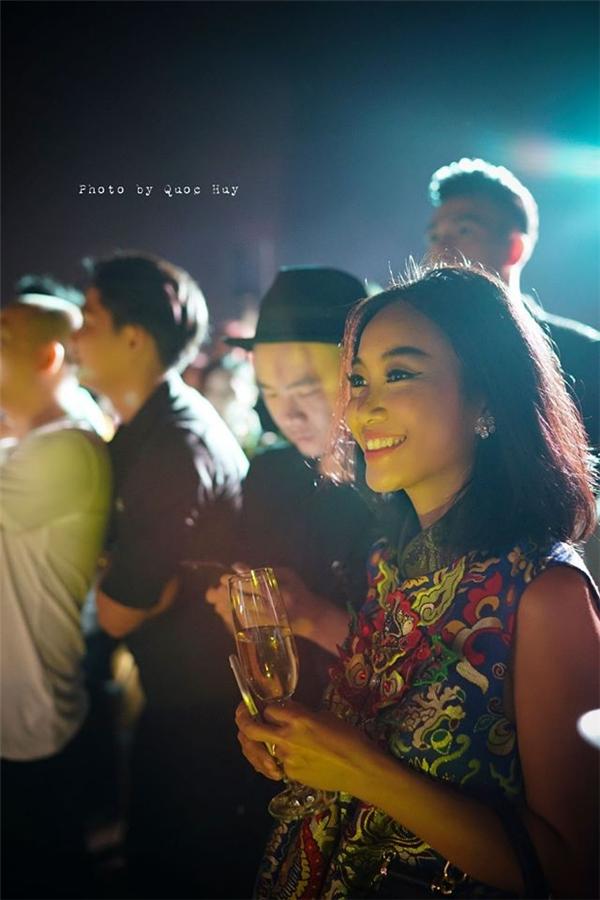 Ca sĩ Đoan Trang với nhan sắc rạng ngời như cô gái đôi mươi. - Tin sao Viet - Tin tuc sao Viet - Scandal sao Viet - Tin tuc cua Sao - Tin cua Sao