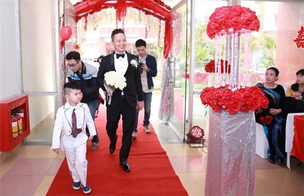Không gian tiệc cưới sang trọng, ấm cúng với sắc đỏ làm chủ đạo. - Tin sao Viet - Tin tuc sao Viet - Scandal sao Viet - Tin tuc cua Sao - Tin cua Sao
