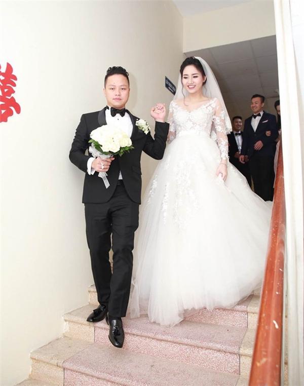 Khoảnh khắc ngọt ngào trong đám cưới bí mật của Á hậu Trà My - Tin sao Viet - Tin tuc sao Viet - Scandal sao Viet - Tin tuc cua Sao - Tin cua Sao