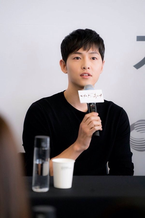 Thượng sĩ Seo Jin Goo thừa nhận thích đại úy Yoo Song Joong Ki