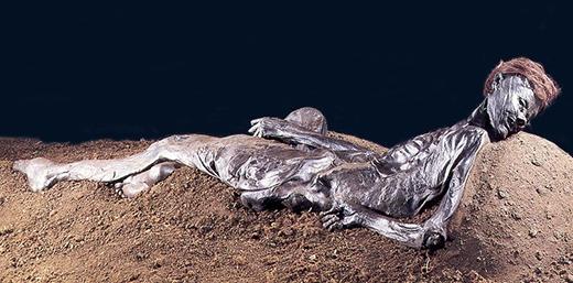 Người đàn ông này là vật hiến sinh trong một nghi lễ và bị giết ở độ tuổi 30 bởi một vết cứa sâu vào cổ. (Ảnh: Internet)