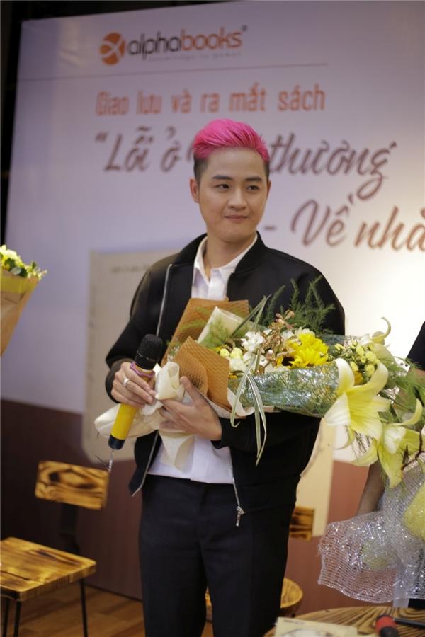 """Thanh Duy và fan """"náo loạn"""" phố sách Sài Gòn - Tin sao Viet - Tin tuc sao Viet - Scandal sao Viet - Tin tuc cua Sao - Tin cua Sao"""