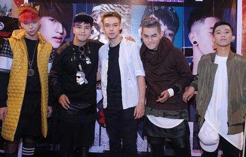MV của Tăng Nhật Tuệ có khá nhiều ca từ và cảnh quay nhạy cảm - Tin sao Viet - Tin tuc sao Viet - Scandal sao Viet - Tin tuc cua Sao - Tin cua Sao